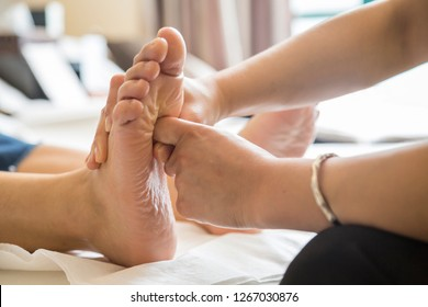 Chinese traditional foot physiotherapy