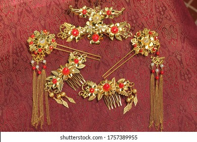 Chinese traditional hairpins hair clips Traditional Chinese women's jewelry Gold hairpins with red gems