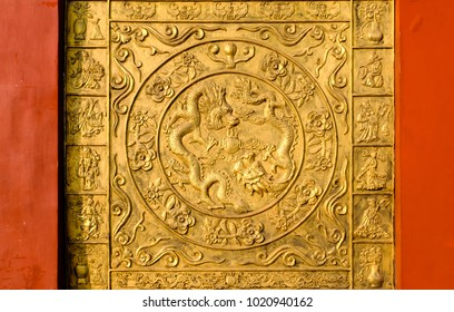Chinese traditional style golden dragon wall