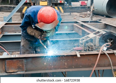 Chinese welders in the work