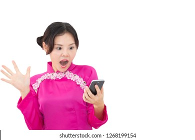 Chinese woman in pink is looking amazing at her phone