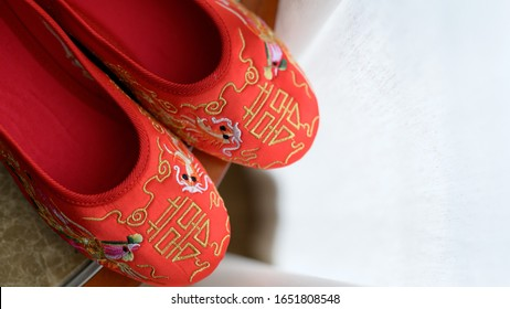 The chinese  word on the shoes mean happiness