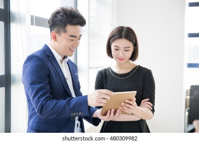chinese young handsome young man is boss, and assistant at work talk