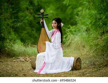 Chineseaaa traditional dress playing Traditional Chinese pipa