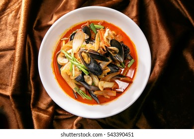 Chinese-style noodles with vegetables and seafood jjamppong