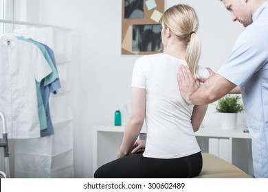 Chiropractic doing spinal mobilisation in physiotherapist's office