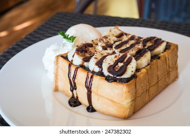 Chocolate banana toast with vanilla ice cream