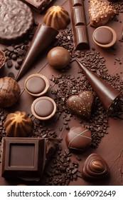 Pièces de barres de chocolat et collection de pralines