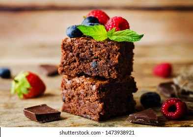 Chocolate brownie with berries and mint leaves. the toning. selective focus