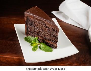 Schokoladenkuchen auf dem Teller