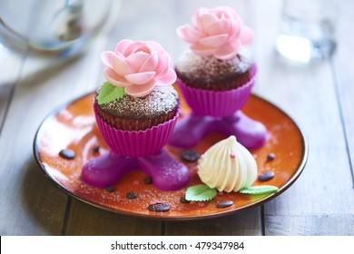Chocolate cakes with meringue
