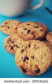 Chocolate chip cookies with coffee
