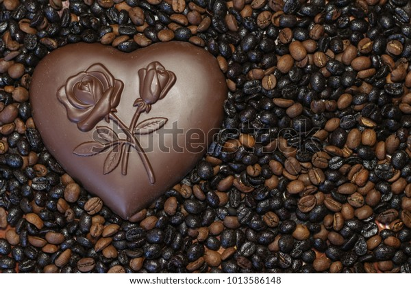 chocolate-heart-on-scattered-coffee-600w