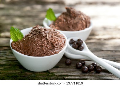 Chocolate mousse with chocolate pearls