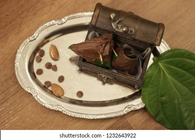 Chocolate paan is a recent addition to this category. It is an innovative means of categorising this item as a desert.