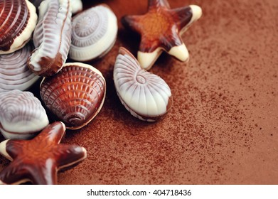 Chocolate seashells border