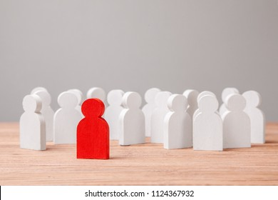 Choice of an employee leader from the crowd