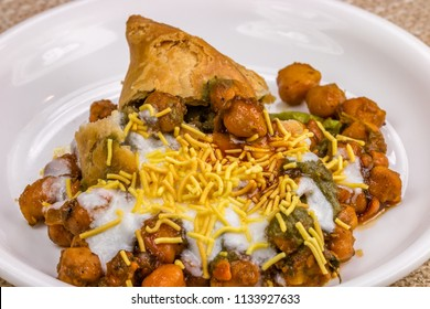 Chole Samosa Chaat, An ever-popular roadside treat in north india