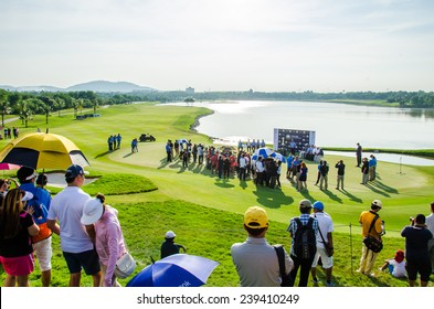 CHONBURI - DECEMBER 14 : Many people wait for a match in Thailand Golf Championship 2014 at Amata Spring Country Club on December 14, 2014 in Chonburi, Thailand.