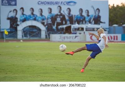 CHONBURI THAILAND- JULY 23:T.Cunha(blue) warm up during Thai Premier League (TPL) between Chonburi Fc(blue) vs PTT Rayong Fc(red) on July 23, 2014  at Chonburi Stadium in Chonburi Thailand