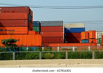 CHONBURI-THAILAND-FEBRUARY 18 : The store of container  near the road on February 18, 2016 Chonburi Province, Thailand