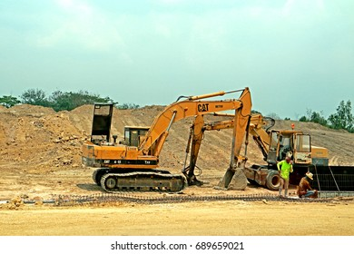 CHONBURI-THAILAND-MARCH 25 : A loader for construction the road on March 25, 2015 Chonburi Province, Thailand