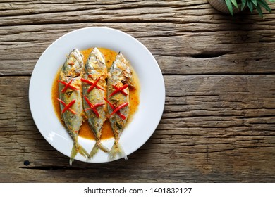 Choo Chee Pla Too (Thai fried fish in red curry sauce)