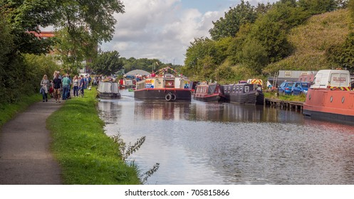 Chorley, Lancashire, UK. 29th August 2017. Vintage cars on display at the Botany Bay canal fest, Botany Bay, Chorley, Lancashire, UK