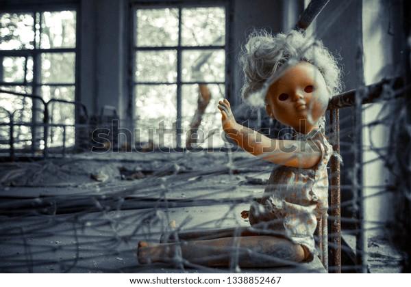 Zona de exclusión de cornobil. Zona radioactiva en la ciudad de Pripyat - ciudad fantasma abandonada. Historia de catástrofe de Chernóbil. Lugar perdido en Ucrania, SSSR