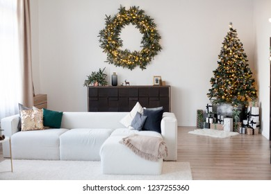 chrismas decor in a room