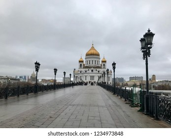 Christ the Savior Cathedral in Moscow in autumn in cloudy weather.