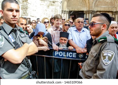 Christian pilgrims guarded by soldiers of the Israeli army during the liturgy at Clean Thursday near the Temple of the Holy Sepulcher. Jerusalem, Israel.  02-05-2013