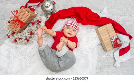Christmas baby girl six months on the eve of Christmas with  gift box.