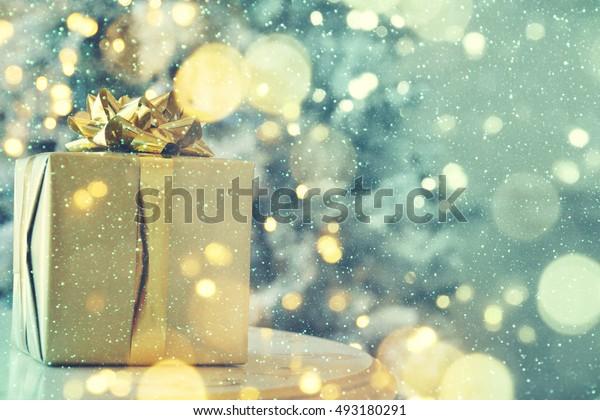 Christmas blurred background, Gift box