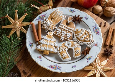 Christmas decoration - gingerbread cookies, straw ornaments, star anise, walnuts, cinnamon