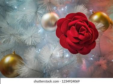 Christmas decoration tree with red rose and vignetting corner, albero di Natale, decorazioni natalizie con vignettatura agli angoli