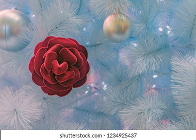 Christmas decoration tree with red rose, albero di Natale con rosa rossa, decorazioni natalizie