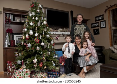 christmas fam'ly pic / gathered round the christmas tree / fam'ly memories