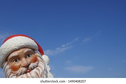 Christmas  garden gnome. Santa  Claus looks around the corner. Christmas by the sea. (Not copyrighted)