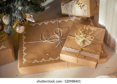 Christmas gifts, Christmas tree