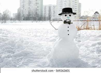 A melting snowman leaning over to one side and looking ...  |Sad Melting Snowman