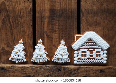 Christmas homemade gingerbread cookies on wooden background. Gingerbreadhouse. Lebkuchenhaus chritmas festive background. food background.