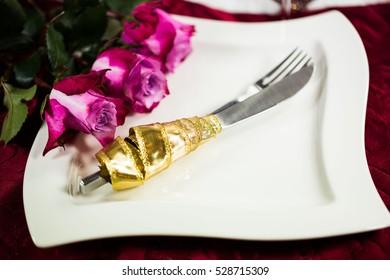 Christmas invitation, plate, cutlery, roses