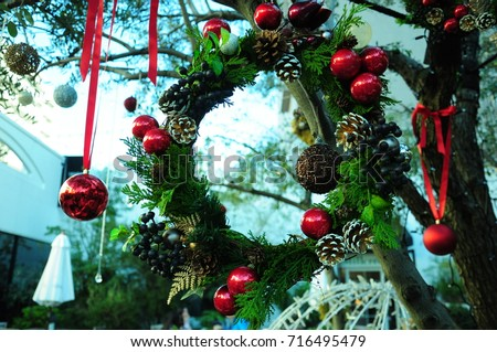 https://image.shutterstock.com/image-photo/christmas-lease-outside-winter-450w-716495479.jpg