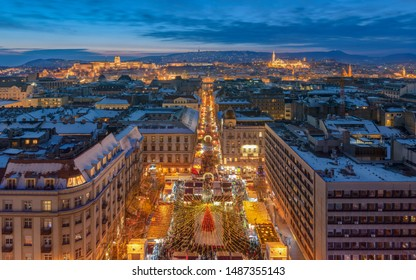 Christmas market in the front of St Stephen Basilica Budapest. Very popular tourist destination in Budapest. Advent fest ait Basilica