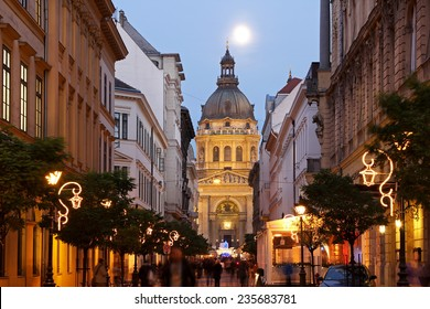 Christmas market in front of St Stephen's Basilica in Budapest