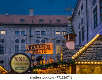 Christmas market in the Residence in Munich, Bavaria, Germany, Europe, 6. December 2017
