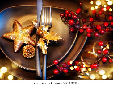 Christmas And New Year Holiday Table Setting. Celebration. Place setting for Christmas Dinner. Holiday Decorations. Decor. Christmas dinner