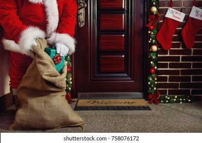 Christmas night, Santa Claus bring the Christmas present for happy children