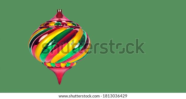 christmas-ornament-isolated-on-green-600